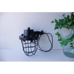 Lampa fabryczna