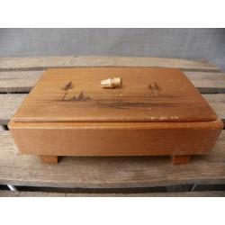 drewniany pojemnik / szkatułka